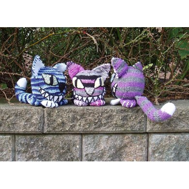 Knit Cheshire Kittyball