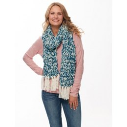 Fringe-y Finger Crochet Scarf in Bernat Roving