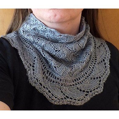 Mistarille cowl and cuffs