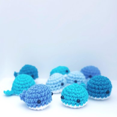 Free Amigurumi Whale Pattern - Knits and Knots by AME | 390x390