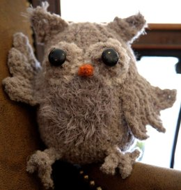 Toy Owl in Plymouth Yarn Arequipa Boucle & Fur - F624 - Downloadable PDF