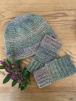 'Sal's Garden' Hat and Wrist Warmers