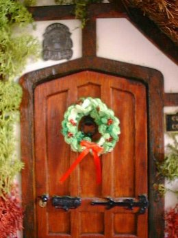 1:12th scale Christmas Wreath set