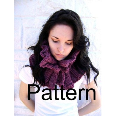 Knitted Ruffled Cowl
