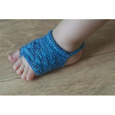 Knitting Pattern For Sandal Socks : Showsy Toes Baby Sandal Socks Knitting pattern by tellybeanknits Knitting P...