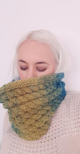 Cosy Cabled cowl