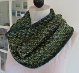 Thorndale Cowl