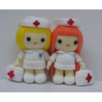 Nurse 'Marilyn' - amigurumi nurse crochet pattern | 390x390