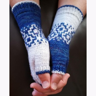 Pale moon mitts