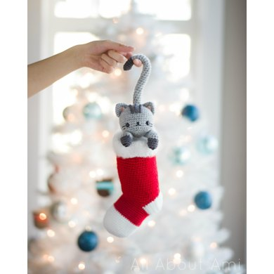 Chester the Christmas Cat Crochet pattern by Stephanie Lau