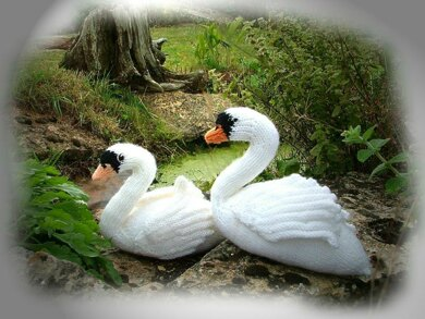 SWAN toy knitting pattern by Georgina Manvell PDF download