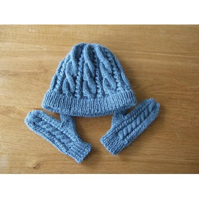 Cable mittens (matching Rory Gilmore hat)