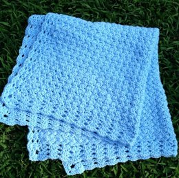 Sweet Dreams baby blanket with shell border