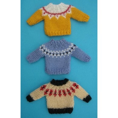 HMC49 Sweaters with patterned yokes for the dolls house