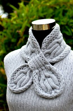 Gray Circle Cables Scarf ( Keyhole / Ascot / Pull-Through / Vintage / Stay On Scarf Knitting Pattern )