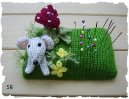 Mousey pin cushion