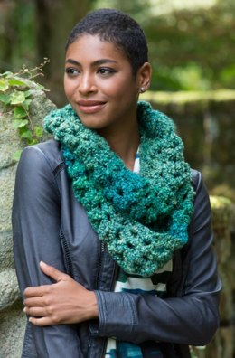 Sparkling Shells Cowl in Red Heart Stellar - LW4515