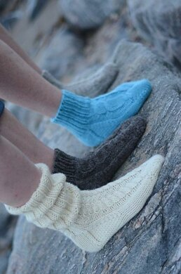 Cosy Cabled Toe-Up Socks