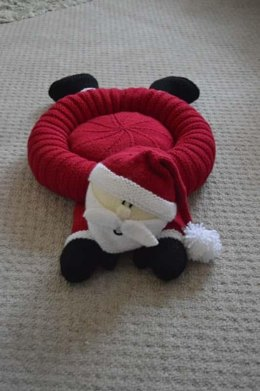 Santa Snuggler Pet Bed