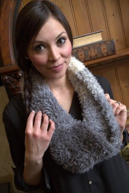 Ombre Cowl in Plymouth Yarn Arequipa Fur - F625 - Downloadable PDF
