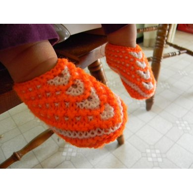 Seamless Slip-Stitch Slippers for Babies, sizes 6-9m and 12-18m.