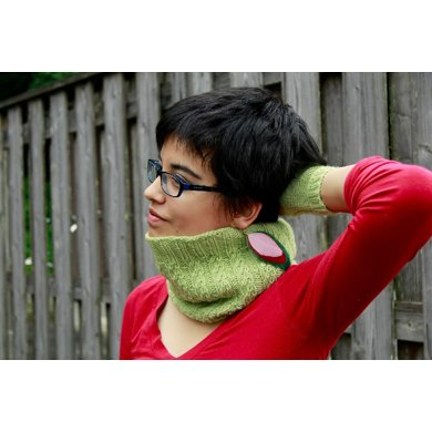 Graceful Vines Cable Cowl