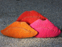 Lips Cushion in Robin Firecracker Super Chunky - Downloadable PDF