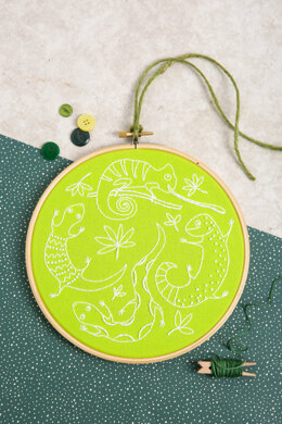 Hawthorn Handmade Lazy Lizards Embroidery Kit - 7in