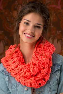 Turn Up the Volume Cowl in Red Heart Heads Up - LW4514EN - Downloadable PDF