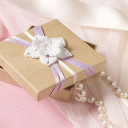 Flowered Wedding Favor Box in Aunt Lydia's Classic Crochet Thread Size 10 Solids - LC3550