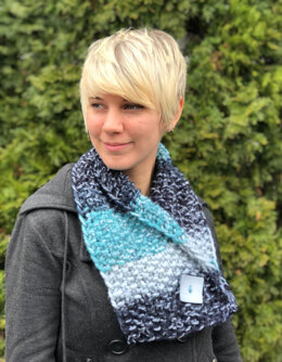 Button Scarf  in Plymouth Yarn Mega Cakes - F864 - Downloadable PDF