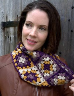 Granny Square Cowl in Plymouth Yarn Galway Sport - F594