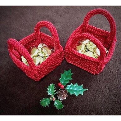 Christmas 'Bitsy' Basket for favours, sweets, toys. In Patons Fab DK