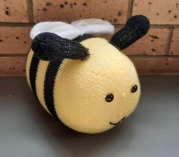 Bonnie the Bumble Bee Knitting Pattern