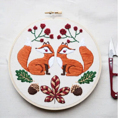 The Modern Crafter Beginner Embroidery DIY Kit - Twin Fox - 6in