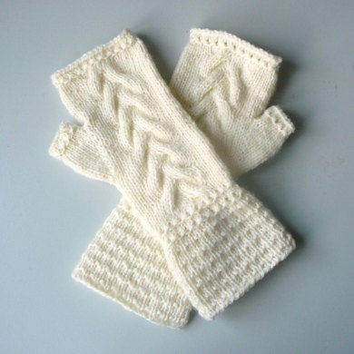 Wavy Cable Fingerless Gloves