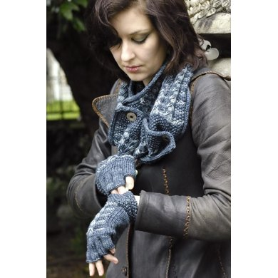 Moosetracks Fingerless Gloves and Matching Cowl