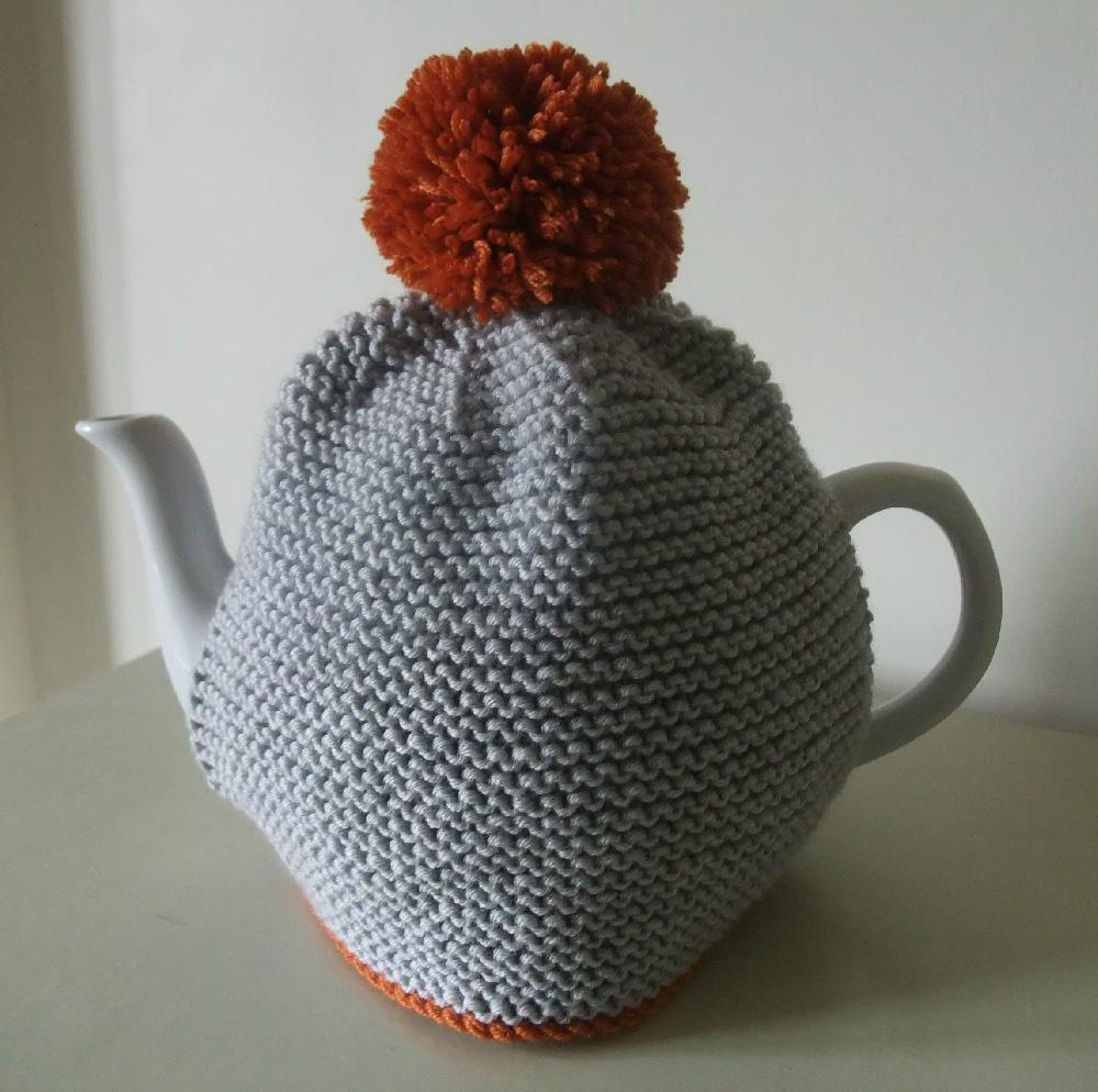 Pom Pom Tea Cosy Knitting pattern by Buzybee