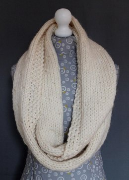 Cosy scarf or cowl