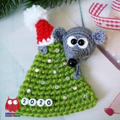 225 Mouse on a Christmas Tree