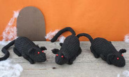 Rat Toys in Lily Sugar 'n Cream Solids