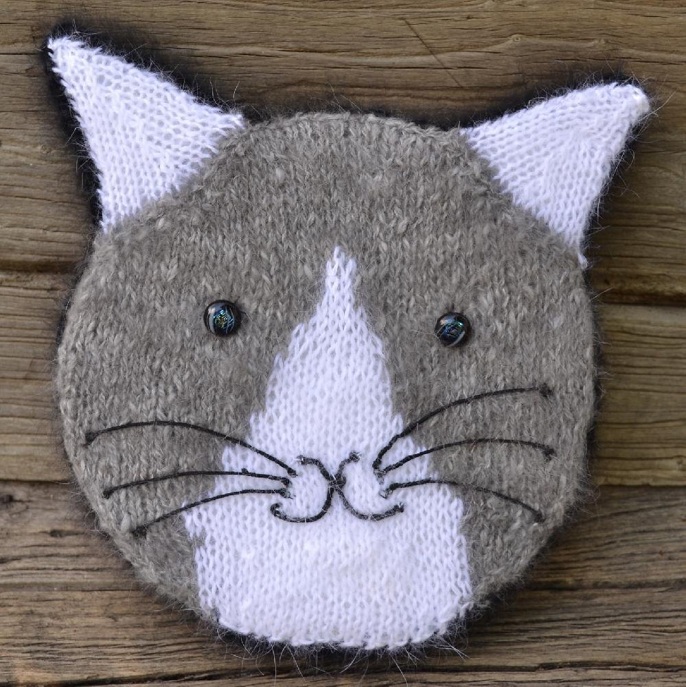 Knitted Cushion Pattern Books : Knit Your Cat Pillow Knitting pattern by colette smith Knitting Patterns ...