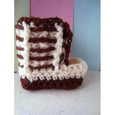 644, LACED MUKLUK BOOTIES OR SLIPPERS