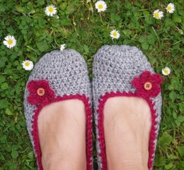 Crochet Slippers with Small Flowers