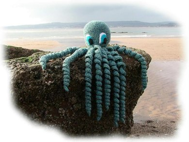 OCTAVIUS OCTOPUS toy crochet pattern by Georgina Manvell