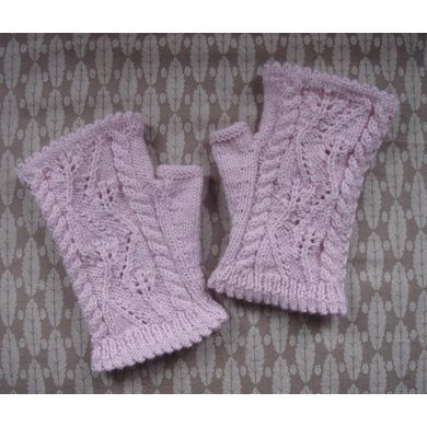 Tilting Leaf and Cable fingerless mitts/gloves