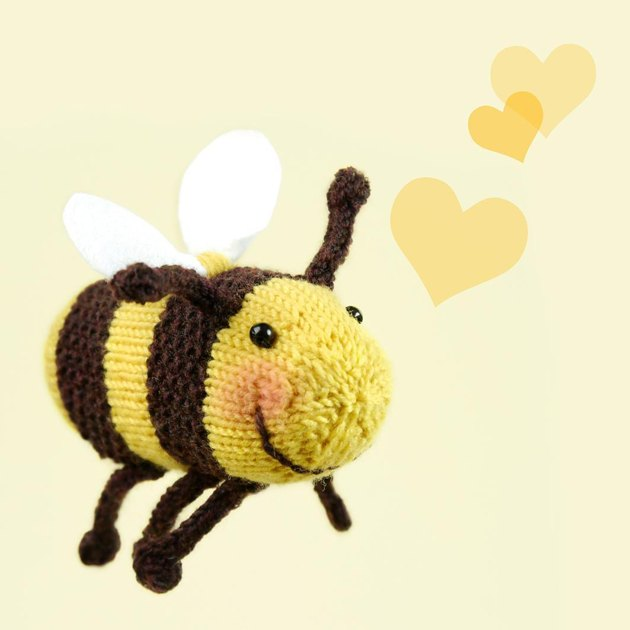 Bumble Bee Knitting Pattern : Bumble Bee / Brummel die Hummel Knitting pattern by Steffi Hochfellner