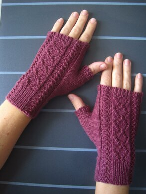 Briony Lace Mitts