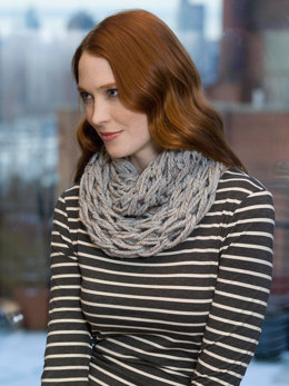 Quick Arm Knit Cowl in Lion Brand Wool-Ease Thick & Quick - L32381