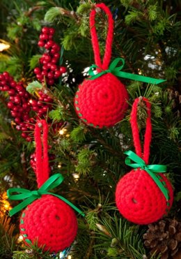Easy Classic Ball Ornaments in Red Heart Super Saver Economy Solids - LW2692